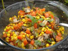 Salada de Milho, Cogumelo e Tomate (vegana)