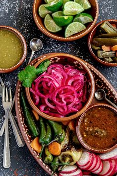 Mexican pickled onions are a tasty topping for tacos, tostadas, beans, grilled meat, tuna salad, sub sandwiches, burgers, hot dogs, egg dishes and more. Make quick pickled red onions with this quick and easy no-cook recipe! Perfect for 4th of July BBQs, Cinco de Mayo, Taco Tuesday, and Taco Night. Pin it now for later! Healthy Brunch, Healthy Appetizers, Healthy Dinner Recipes, Appetizer Recipes, Healthy Side Dishes, Side Dish Recipes, Quick Recipes, Quick Pickled Red Onions, Best Mexican Recipes