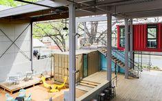 Austin Container Bar: contenedores y muebles de Ikea hacen más cool el verano en Texas.  The Container Bar in Austin Texas, designed by North Arrow Studio and Hendley | Knowles Design Studio