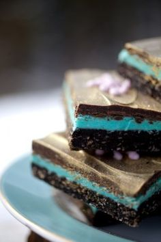 Nanaimo bars are a Canadian delicacy! Never seen these before, but sounds yummy, and fun to play with filling color. Just Desserts, Delicious Desserts, Yummy Food, Colorful Desserts, Iced Cake Recipe, Baking Recipes, Cake Recipes, Yummy Treats, Sweet Treats