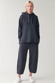 Sport Fashion, Fashion Outfits, Navy Outfits, Casual Hijab Outfit, Minimal Fashion, Hoodies, Sweatshirts, Loungewear, Sportswear