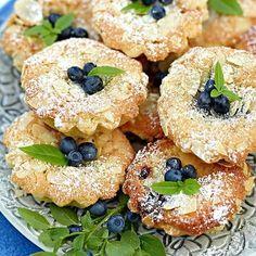 Läckra blåbärs- & mandelformar. Swedish Recipes, Southern Recipes, Bagan, Food N, Food And Drink, Grandma Cookies, Cooking Recipes, Healthy Recipes, Something Sweet