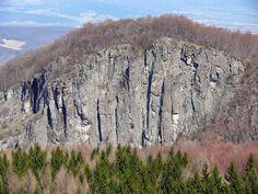 Foto a video: Hrádok v okrese Prievidza je po Tatrách druhou najväčšou lezeckou oblasťou na Slovensku   codnes.sk