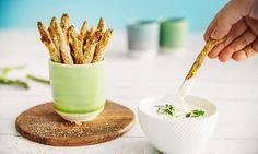 Sunne fries av asparges er perfekt som tilbehør til grillmaten, snacks eller forrett, og en sunn erstatning for pommes frites. Paner, stek i ovnen og nyt!