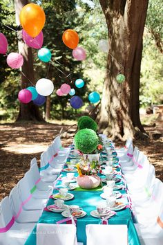 Beautiful Alice in Wonderland Table Setting and décor.