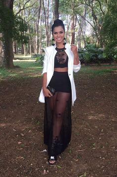 f2d699203 Andréa Costa com um conjunto da Lady Rock, blazer Zara, slide Schutz e bolsa