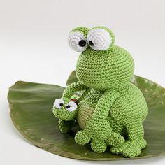 Kobe and Kenji frog amigurumi crochet pattern by Woolytoons