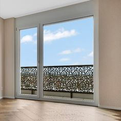 Individuelle Balkonbrüstungen auf Mass für Ihr Projekt. Den Transparenzgrad der Geländer bestimmen Sie selbst. Ob es nun eher ein geschlosseneres Geländer sein soll, weil Ihr Objekt in der Stadt liegt oder lieber doch transparenter, damit Sie den vollen Ausblick auf die grüne Landschaft geniessen können - alles ist möglich.  Windows, Green Landscape, Balconies, City, Window, Ramen