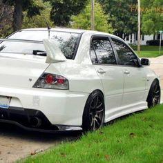 GorgeousWhite Mitsubishi Lancer Evolution!