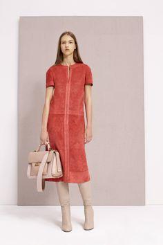 Agnona Resort 2017 Fashion Show Foto Fashion, Vogue Fashion, Fashion 2018, Fashion News, Fashion Show, Womens Fashion, Classy Dress, Classy Outfits, Corduroy Pinafore Dress