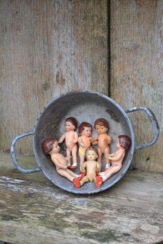 ***oude popjes die een badje nodig hebben***