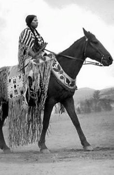 Nez Perce woman named Ann Kamiakin George on horseback, Washington :: American Indians of the Pacific Northwest -- Image Portion Native American Horses, Native American Beauty, Native American Photos, Native American History, American Indians, American Symbols, Navajo, Jefe Seattle, Clemente Orozco