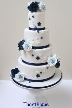 Weddingcake navy blue white