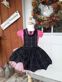 Vampirina set, Apron, Tutu, shirt not included . Halloween Kids, Halloween Party, Halloween Costumes, Halloween Outfits, 4th Birthday Parties, Girl Birthday, Little Girl Dresses, Flower Girl Dresses, Girls Dresses