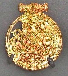 Anhänger aus Gold mit Filigranarbeiten, Museum Haithabu