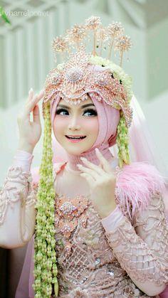 Muslimah Wedding Dress, Hijab Style Dress, Bridal Hijab, Wedding Hijab, Wedding Dreams, Dream Wedding, Hijab Cartoon, Make Up Pengantin, Beautiful Girl Image