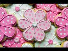 Flour Box Bakery — The Dottie Daisy Cookie (flood icing videos) Flower Sugar Cookies, Sugar Cookie Royal Icing, Iced Sugar Cookies, Mother's Day Cookies, Summer Cookies, Cupcake Cookies, Cookie Favors, Baby Cookies, Heart Cookies