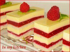 Raspberry cake with vanilla cream Polish Desserts, Polish Recipes, No Bake Desserts, Delicious Desserts, Yummy Food, Mini Cakes, Cupcake Cakes, Cake Recipes, Dessert Recipes