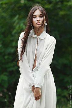 Платье в пол. Длинное белое платье с длинными рукавами. Платье с вырезом. Платье вечернее повседневное красивое