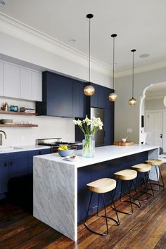Contemporary Kitchen islands with Seating. Contemporary Kitchen islands with Seating. 15 Elegant Contemporary Kitchen Designs You Need to See Blue Kitchen Cabinets, Blue Kitchen Decor, Kitchen Cabinet Design, Kitchen Interior, Navy Kitchen, Kitchen Ideas, Island Kitchen, Kitchen Walls, Kitchen Shop