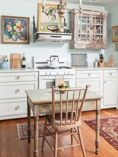 Chic kitchen plans to try for your home shabby chic kitchens designs no. Shabby Chic Mode, Style Shabby Chic, Shabby Chic Stil, Shabby Chic Decor, Vintage Decor, Shabby Chic Kitchen Curtains, Cottage Kitchen Decor, Country Kitchen, Kitchen Dining