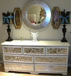 Ms Bingles Vintage Christmas: *Broken Mirror Dresser* with tutorial Mosaic Furniture, Mirrored Furniture, Furniture Projects, Furniture Makeover, Painted Furniture, Diy Furniture, Diy Projects, Furniture Movers, Furniture Online