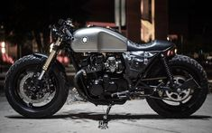 Cafe racers, scramblers, street trackers, vintage bikes and much more. The best garage for special motorcycles and cafe racers. Suzuki Cafe Racer, Norton Cafe Racer, Triumph Cafe Racer, Cafe Racer Bikes, Cafe Racers, Modern Cafe Racer, Custom Cafe Racer, Brat Cafe, Moto Cafe