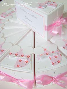 Ręcznie robione podziękowania dla gości - papierowy tort..  www.facebook.com/PapierowyPtak