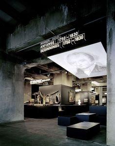 Als Regionalmuseum auf dem Welterbe Zollverein in Essen zeigt das Ruhr Museum in seiner Dauerausstellung die Natur- und Kulturgeschichte des Ruhrgebiets.
