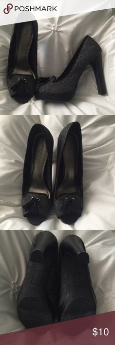 Christian Siriano Peep Toe Black and Gray Pumps Christian Siriano Peep Toe Black and Gray Pumps- excellent condition- worn once- size 7 1/2   ---- 🚭 All items are from a non-smoking home. 👆🏻Item is as described, feel free to ask questions. 📦 I am a fast shipper with excellent ratings. 👗I do bundle discounts and am open to trades. 😍 Like this item? Check out the rest of my closet! 💖 Thanks for looking! Christian Siriano Shoes Heels