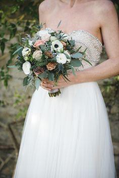 winter wedding bouquet | Photography: Weddings by Nicola and Glen