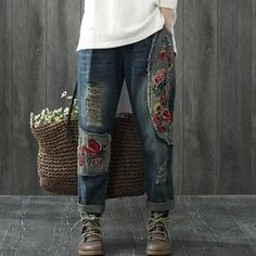Мой стиль - БОХО! Шьём, вяжем, вышиваем, творим. Fashion Pants, Boho Fashion, Fashion Outfits, Womens Fashion, Remake Clothes, Estilo Jeans, Patched Jeans, Jeans Material, Clothing Hacks