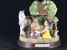 Precious Moments Someday My Prince Will Come Snow White Musical Figure Disney Precious Moments, Precious Moments Figurines, Disney Home, Walt Disney, Polymer Clay Disney, Biscuit, Disney Treasures, Disney Charms, I Love Snow
