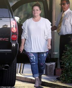 b3a1ded6018 Melissa McCarthy enjoys a date night with husband Ben Falcone