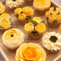 Taylor Made Cakes of Tenterden (@cakesbyjanetaylor) • Fotos y videos de Instagram Cupcakes Design, Cake Designs, Cake Decorating Techniques, Cake Decorating Tips, Cookie Decorating, Pretty Cakes, Beautiful Cakes, Amazing Cakes, Yellow Cupcakes