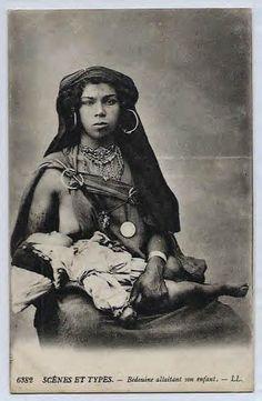 Bédouine allaitant son enfant. Circa 1910 Collection Privée #droit_allaitement