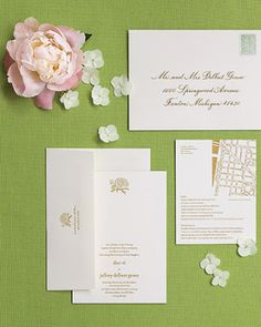 Convite casamento envelope peônias branco rosa e verde detalhes (Foto: Martha Stewart Weddings)