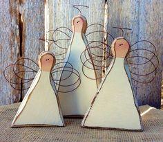 Deze rustieke houten engelen zijn absoluut prachtig! ⭐️ Freestanding op 1.5 dik. ⭐️ Variëren in hoogte van 4-8 tall. ⭐️ Bases variëren in breedte van 4-5. ⭐️ handgesneden houten randen. ⭐️ Painted licht ivoor, Boulder en gekleurd. ⭐️ Accented met mooie goud draad vleugels en halo. Deze houten engelen van boerderij een mooie verklaring afleggen in uw kerstversiering en ze zijn mooi genoeg om gelijke tred te jaar! Maakt een prachtig cadeau ook vooral als een zoete herinnering. * Variati...