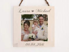 Eine hochwertige Erinnerung an den schönsten Tag des Lebens! Mit dem eigenen Foto auf Holz und einer persönlichen Widmung hast du das ideale Hochzeitsgeschenk gefunden.