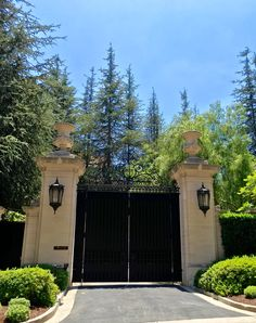 This entry gate at Fleur De Lys in Holmby Hills truly makes a grand first impression.  #holmbyhills #entrygate #firstimpression