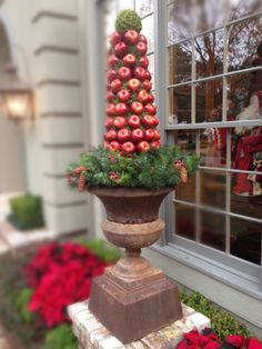 With red or green apples or pomegranates! Christmas Urns, Christmas Planters, Primitive Christmas, Christmas Design, All Things Christmas, Christmas Home, Christmas Lights, Christmas Holidays, Christmas Decorations