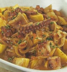 Polvo de Cebolada - octopus with slow cooked onions Fish Recipes, Seafood Recipes, Vegetarian Recipes, Cooking Recipes, My Favorite Food, Favorite Recipes, Portuguese Recipes, Portuguese Food, Weird Food