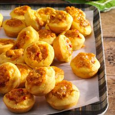 Mini Corn Muffins with Spicy Cheddar Filling One Bite Appetizers, Appetizer Dips, Appetizer Recipes, Corn Muffins, Mini Muffins, Potluck Recipes, Cooking Recipes, Potluck Dishes, Corn Recipes