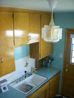 Check out Bronwyn and Greg's retro renovation kitchen - complete with Formica Skylark countertops!