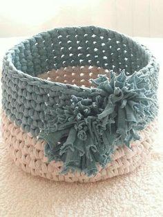 New Crochet Basket Rope Cords Ideas Diy Crochet Basket, Crochet Basket Pattern, Crochet Gifts, Crochet Lace, Crochet Stitches, Free Crochet, Crochet Patterns, Crochet Decoration, Crochet Home Decor