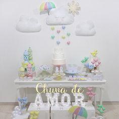 O tema Chuva de Amor foi lançado especialmente para o nosso Festival Minha Primeira Festa que acontece na loja até dia 25 de Novembro!☁️✨ Venha conferir de pertinho diversas ideias para seu chá de bebê, batizado ou 1 aninho! Ficamos na Rua Estados Unidos, 811 Bacacheri. Seg-sex das 9h-18h e sáb das 9h-13h. #festachuvadeamor #festachuvadebencaos #festainfantilcuritiba #chadebebe #chadefraldas