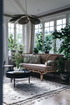 Dream spot with our Belladonna in the charming home of 🌿 Luxury Furniture, Furniture Design, English Interior, Beautiful Interior Design, Cozy Living, Living Room Interior, Luxury Living, Home Fashion, Interior Styling