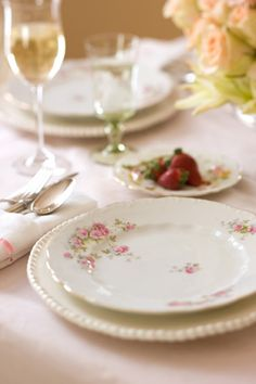 Mix and match vintage china for a lovely homey feel. Do you mix china patterns on your table.