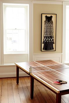 PING-PONG TABLE: Up the game stakes with the regulation-size Winston Ping-Pong table, made to order out of walnut and maple by Atlanta-based Ventura Games. Remove the net and it doubles as an extra-large dining table, so everyone—win or lose—can sit down Ping Pong Room, Ping Pong Table, Table Tennis Conversion Top, Modern Interior, Interior Design, Coffee Table Styling, Southern Style, Game Room, Layout