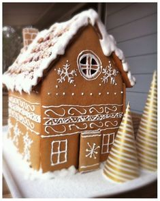 Picture of Gingerbread House Decorating
